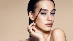Guía de pasos para maquillar las cejas con sombras de ojos