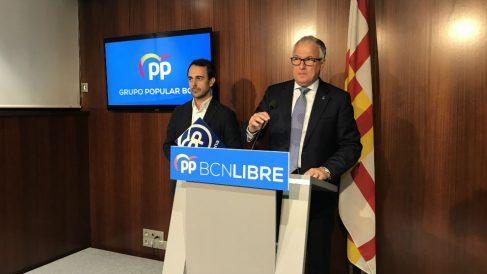 Los concejales del PP en Brcelona, Josep Bou y Óscar Ramírez. (Ep)