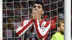 Morata se lamenta tras fallar una ocasión. (AFP)