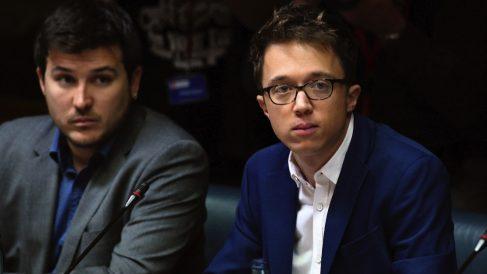 Pablo Gómez Perpinyá junto a Íñigo Errejón. (Foto. EFE)