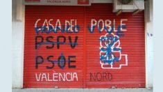 Pintadas en la persiana de PSPV