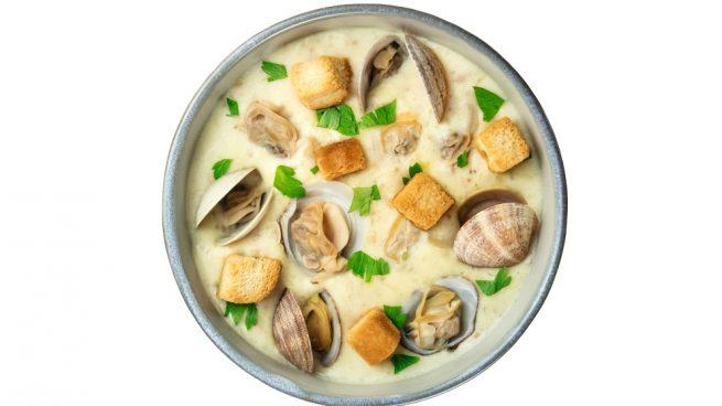 Sopa de patatas y almejas