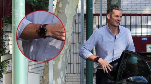 Iñaki Urdangarin luciendo su reloj a la entrada al centro de Pozuelo. (Foto. LOOK)