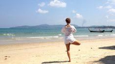 El yoga es uno de los ejercicios eficaces para endurecer el pecho