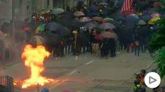 Cócteles molotov y gases lacrimógenos en una nueva jornada de protestas en Hong Kong.