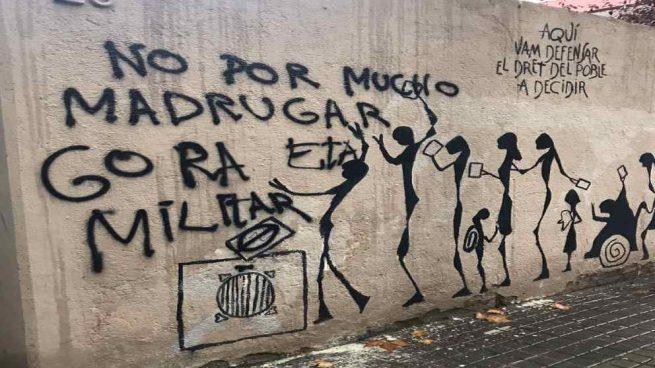 Pintadas de «Gora ETA» en casa del presidente de la Asociación Catalana de Víctimas del terrorismo