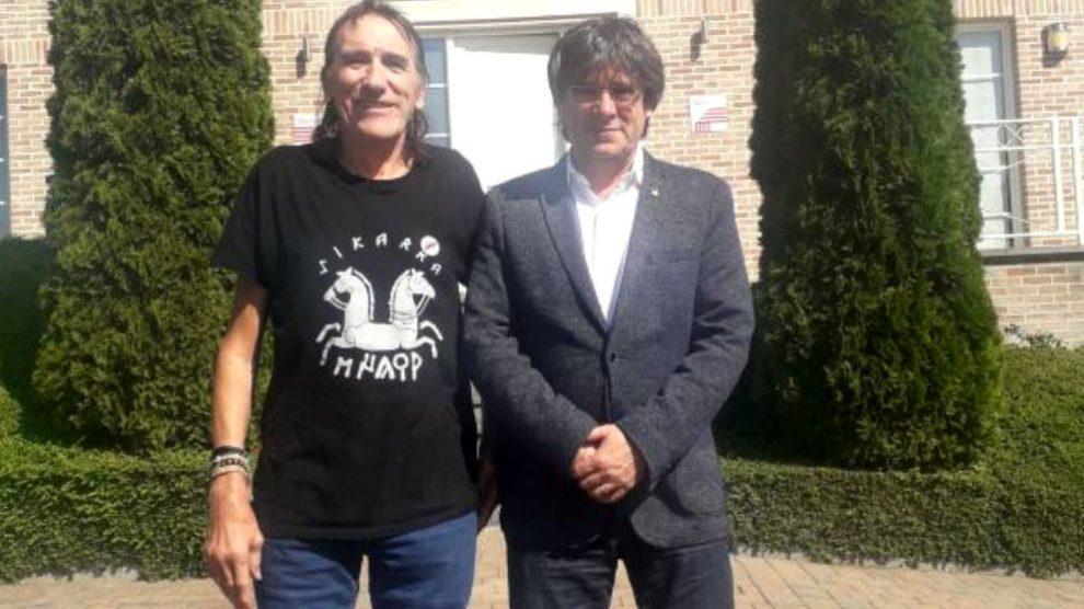 Carles Puigdemont junto al terrorista de Terra Lliure Frederic Bentanachs, a las puertas de su mansión de Waterloo.