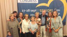 La senadora del PP Carmen Quintanilla junto a una comitiva del la Unión Europea de Mayores del Partido Popular Europeo (ESU).
