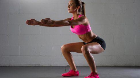 Las sentadillas son una buena forma de recuperar masa muscular