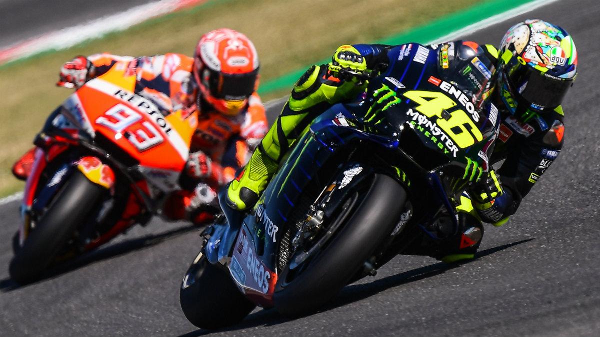 Márquez persigue a Rossi en el GP de San Marino 2019 (AFP).