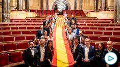 Albert Rivera posa con los diputados catalanes de Ciudadanos en el Parlament