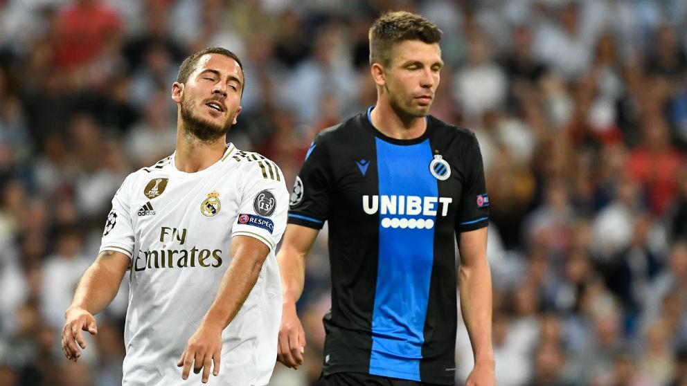 Hazard se lamenta en una acción del partido contra el Brujas. (AFP)