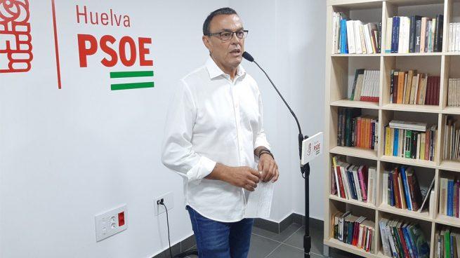 Dimite el líder del PSOE Huelva imputado por soborno y tras comprarse un Tesla de 100.000 € con dinero público