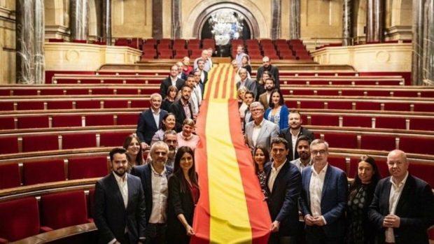Albert Rivera posa con los diputados de C's en el Parlament