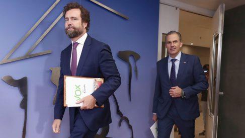 Iván Espinosa de los Monteros y Javier Ortega Smith, de Vox, en el Congreso de los Diputados. Foto: EP