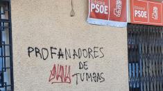 Pintadas en la sede del PSOE de El Escorial @Twitter