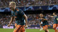 Van de Beek celebra su gol frente al Valencia. (Getty)