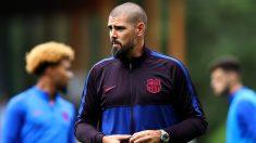 Víctor Valdés, en un entrenamiento con la cantera del Barça.