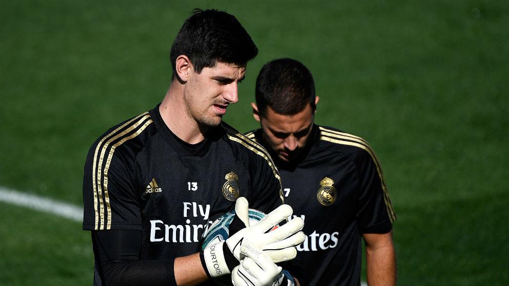 Courtois y Hazard, en un entrenamiento. (AFP)