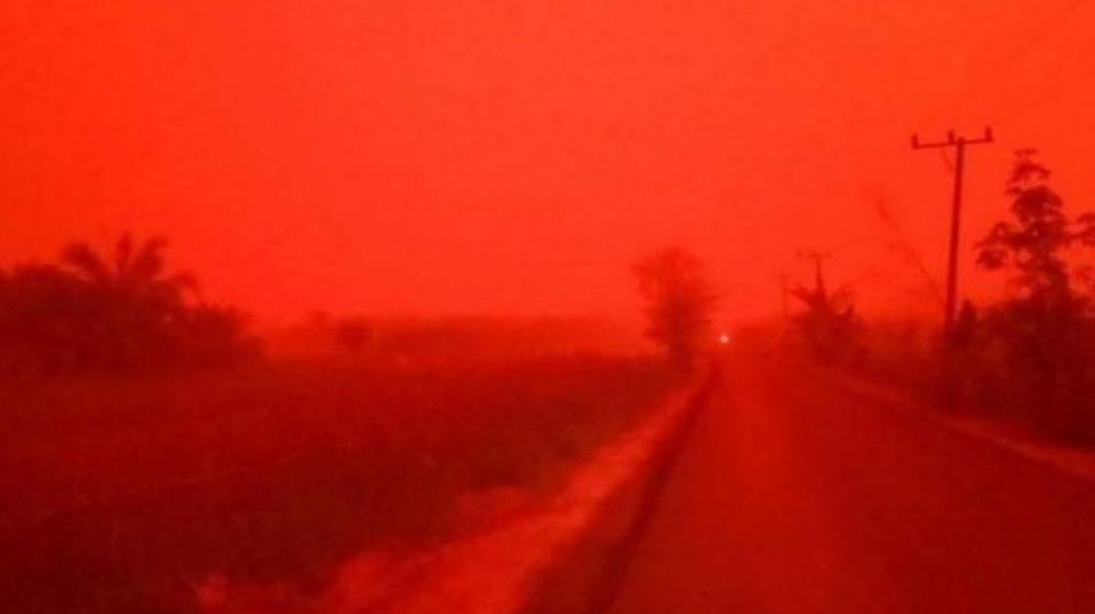 Descubre por qué el cielo de Indonesia es rojo