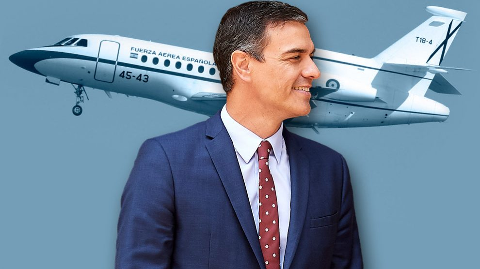 El presidente del Gobierno, Pedro Sánchez, y el Falcon