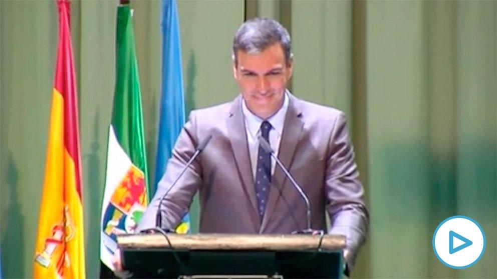 Pedro Sánchez ante los ganaderos extremeños.