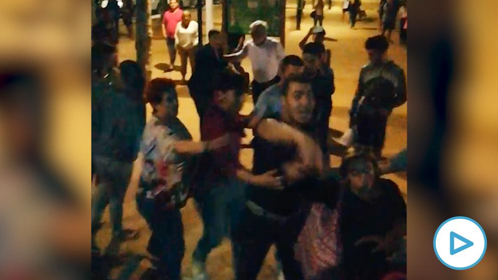 Escenas de tensión en Calella por el acoso y las amenazas a un grupo de simpatizantes de la Guardia Civil.
