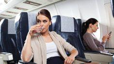 Guía de pasos para evitar sentirse hinchado tras un viaje en avión