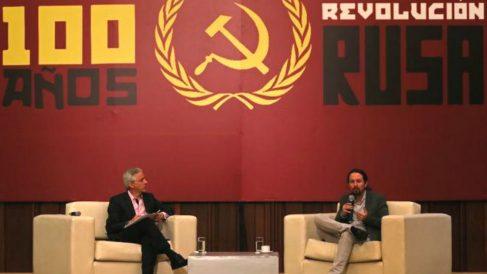 Pablo Iglesias en un acto en Bolivia conmemorando los 100 años de la revolución rusa.