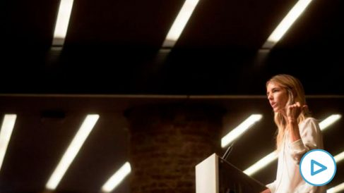 Cayetana Álvarez de Toledo en el acto celebrado este sábado por Sociedad Civil Catalana. (Efe)