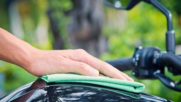 Cómo limpiar moto con desengrasante