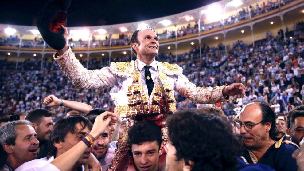 Antonio Ferrera sale a hombros este sábado en Las Ventas (Foto: EFE).