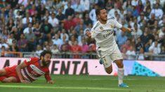 Hazard, en el momento en el que ve entrar su primer gol con el Real Madrid. (EFE)