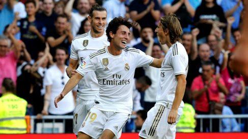 Modric y Odriozola celebran un gol. (EFE)