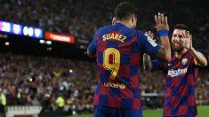 Luis Suárez y Messi celebran el 1-0 del Barcelona al Sevilla. (AFP)