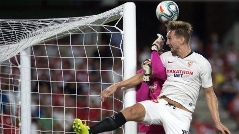 Luuk de Jong, delantero del Sevilla, ante el Granada (AFP)