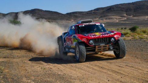 Carlos Sainz rueda en la especial en Marruecos.