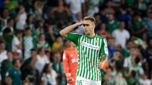 Loren Morón celebra un gol con el Betis (AFP)