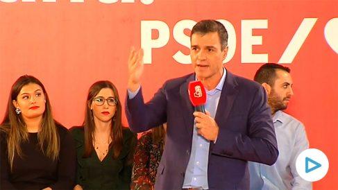 Pedro Sánchez durante un mitin electoral del PSOE en Jaén: «Hay que desterrar los 7 años de corrupción del PP».