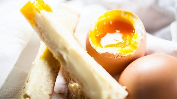 Ensalada de huevos mollet