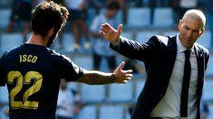 Zidane saluda a Isco en Balaídos. (AFP)
