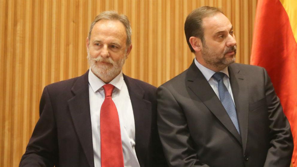 El presidente de Puertos del Estado, Salvador de la Encina, y el ministro de Fomento, José Luis Ábalos. (Foto: EP)