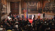 La vicepresidenta de la Generalitat Valenciana, Mónica Oltra (con chaqueta rosa), durante su intervención en el acto Institucional de Entrega de Altas Distinciones de la Generalitat Valenciana, con motivo del Día de la Comunitat Valenciana, en Valencia. (Foto: Europa Press)