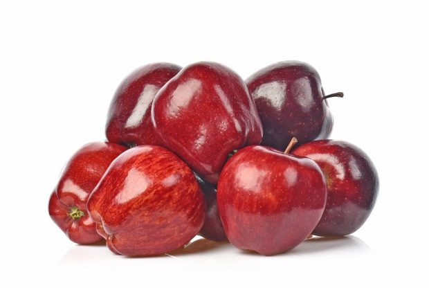 Dulce casero de manzana roja