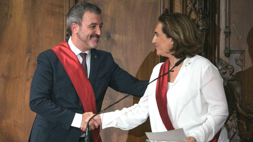 Jaume Collboni, primer teniente de alcalde en el Ayuntamiento de Barcelona, junto a Ada Colau, alcaldesa de la Ciudad Condal. (Foto: Efe)