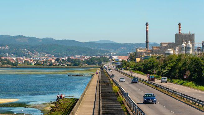 Ence pierde la mitad de su valor en Bolsa y cifra en 700 millones el traslado de la factoría de Pontevedra