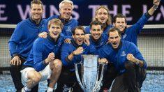 El equipo de Europa posa con el trofeo de campeones. (AFP)