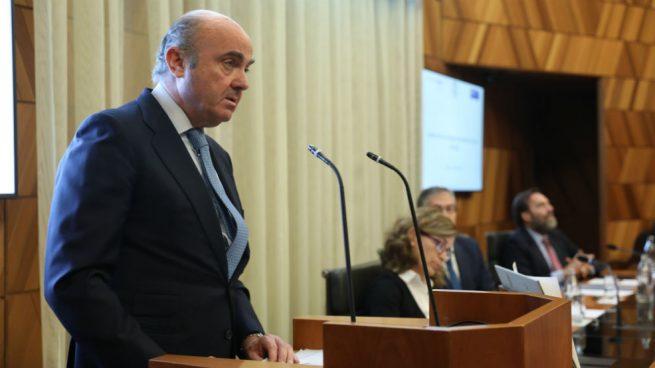 El juez del caso Popular rechaza que Guindos testifique por escrito y le exige ir en persona a la Audiencia