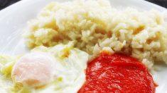 Receta de Huevos al plato con tomate y arroz