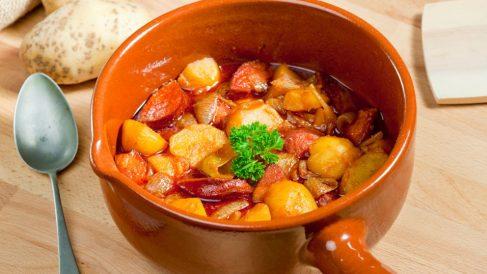 Receta de Chorizos con patatas y verduras